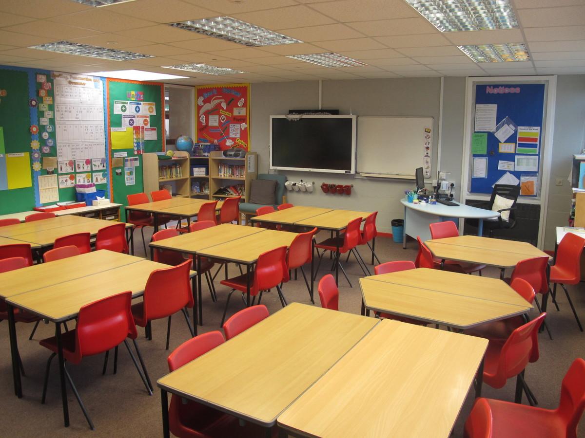 Junior school classrooms - Wallace Fields Junior School - Surrey - 1 - SchoolHire