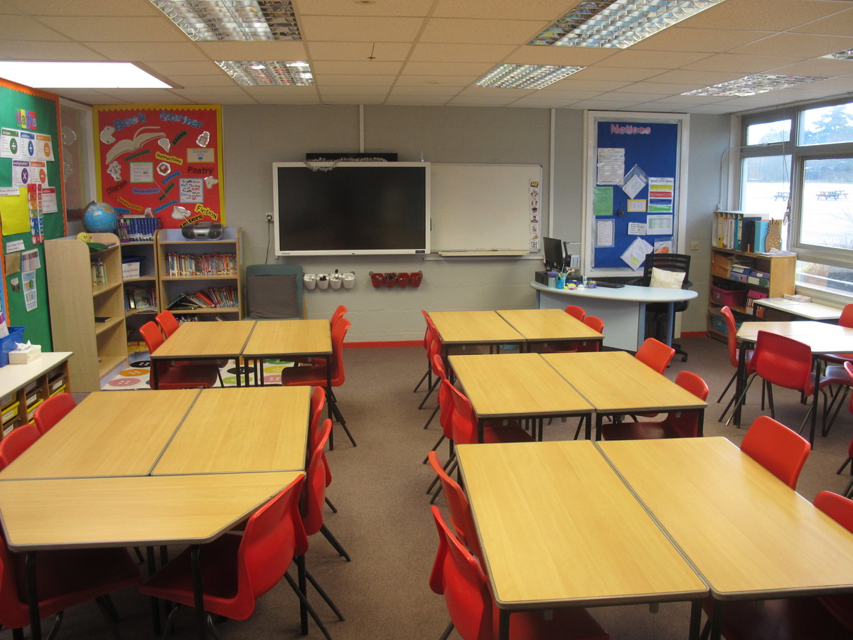 Junior school classrooms - Wallace Fields Junior School - Surrey - 2 - SchoolHire