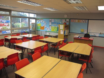 Junior school classrooms - Wallace Fields Junior School - Surrey - 3 - SchoolHire