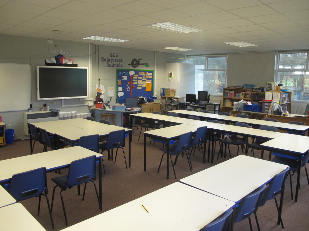 Senior school classrooms - Wallace Fields Junior School - Surrey - 2 - SchoolHire