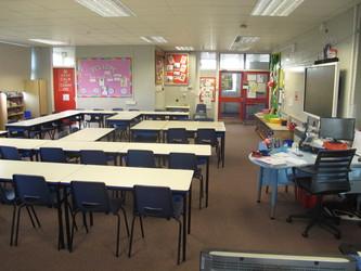 Senior school classrooms - Wallace Fields Junior School - Surrey - 4 - SchoolHire