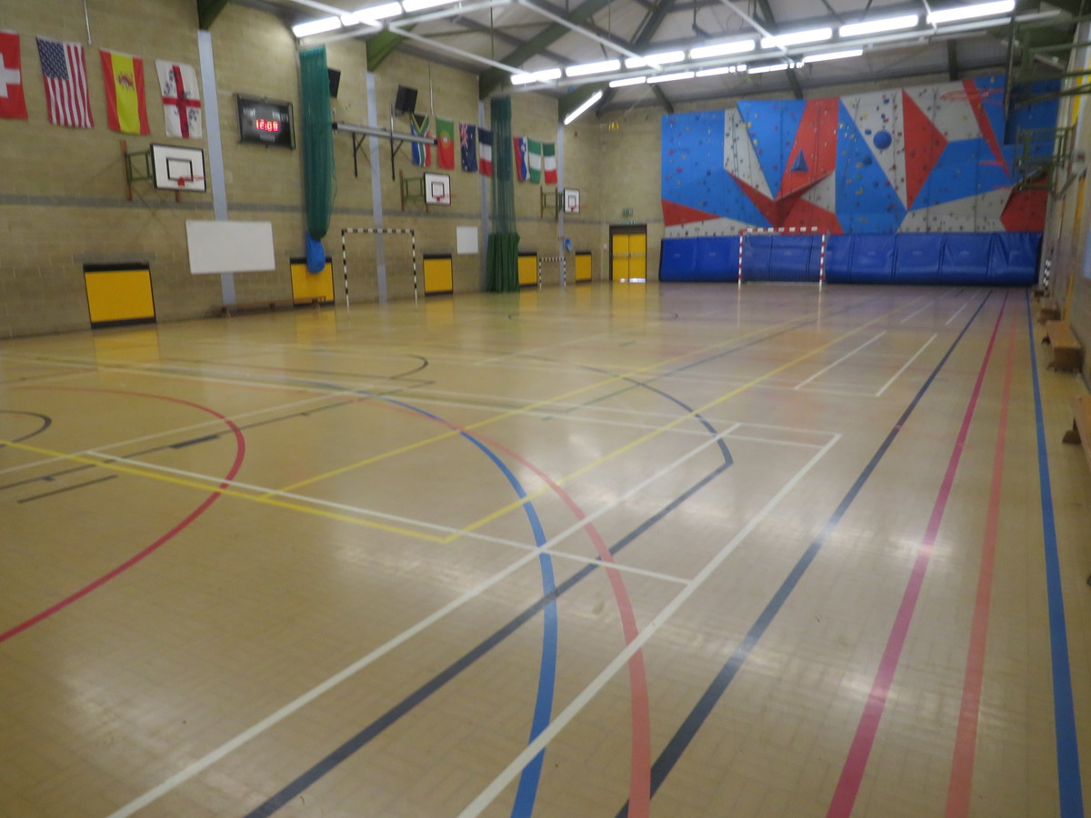 Sports Hall (SM5 2SE) - Carshalton Boys Sports College - Sutton - 1 - SchoolHire