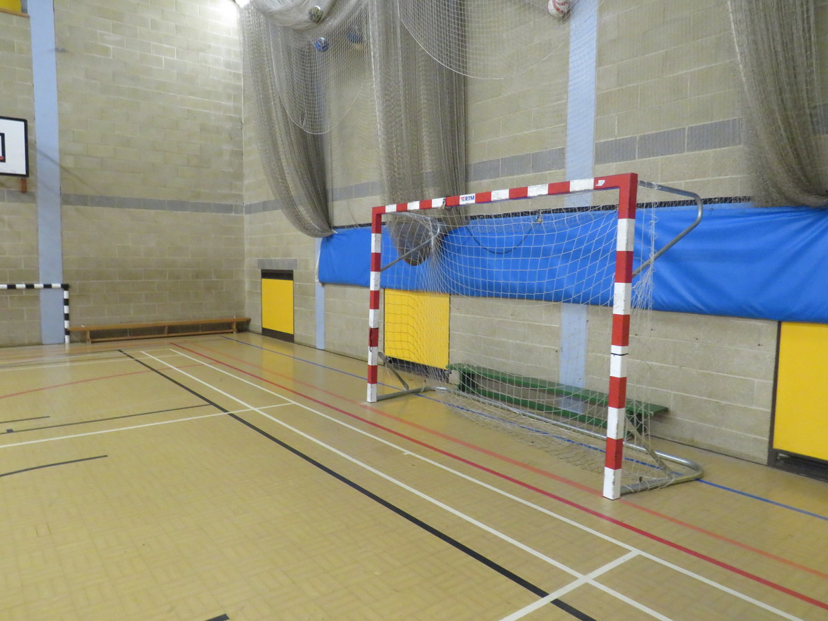 Sports Hall (SM5 2SE) - Carshalton Boys Sports College - Sutton - 3 - SchoolHire