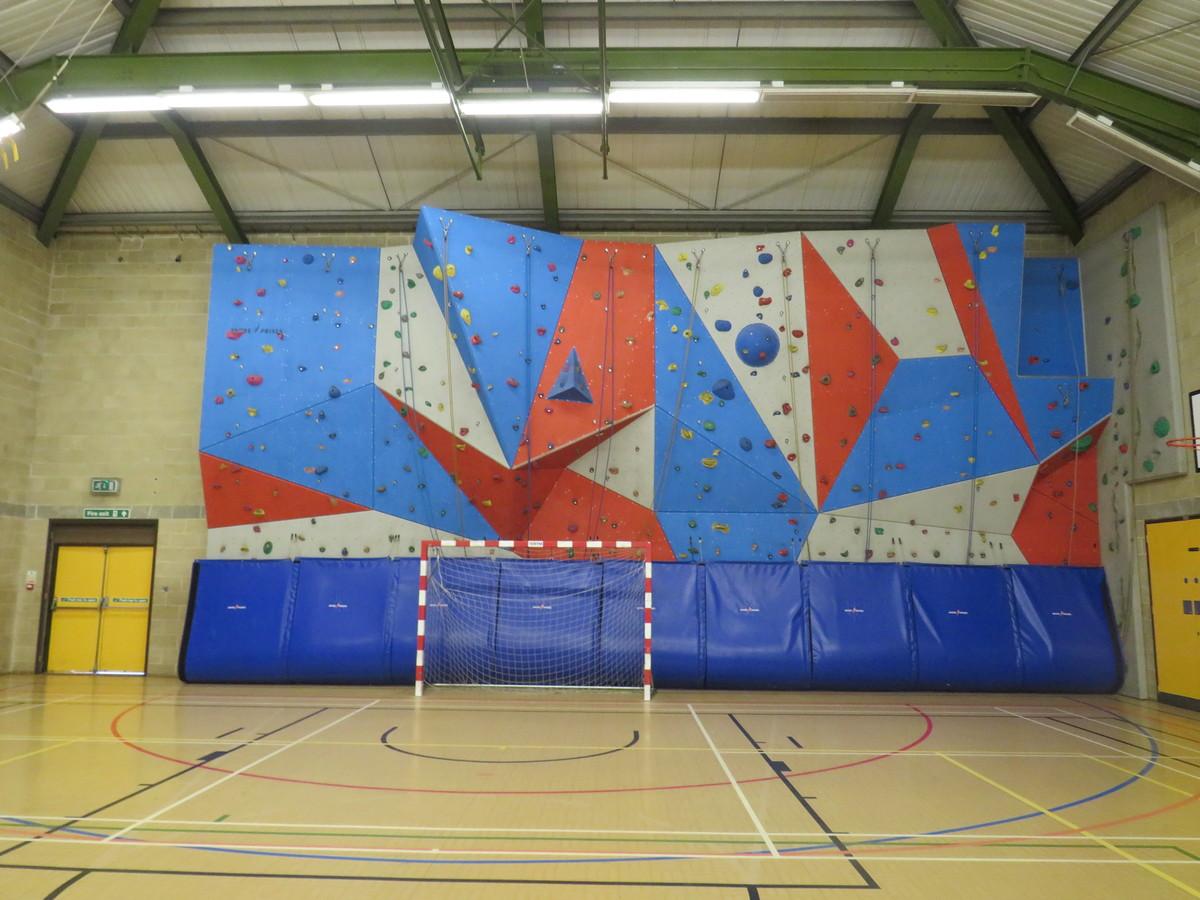 Sports Hall (SM5 2SE) - Carshalton Boys Sports College - Sutton - 4 - SchoolHire