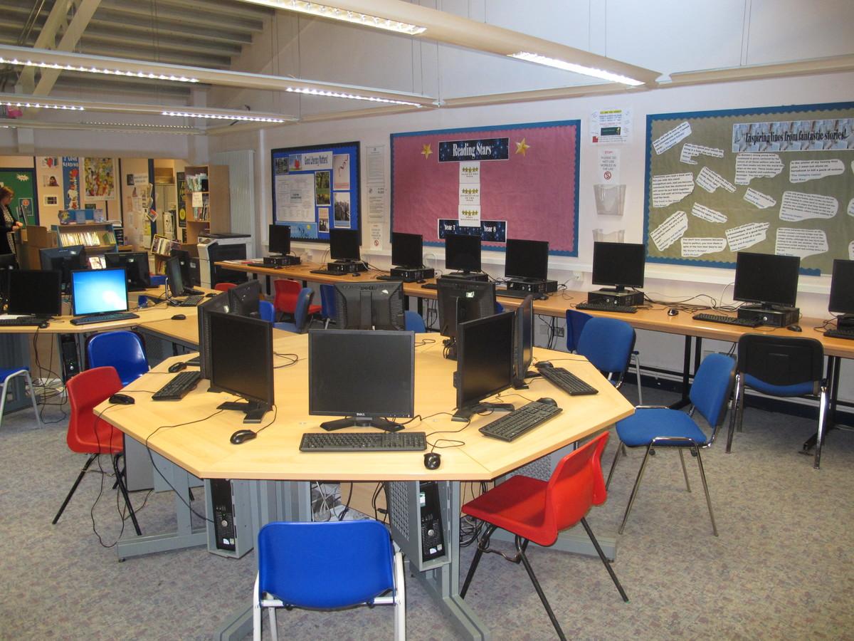 IT Suite - Firth Park Academy - Sheffield - 4 - SchoolHire