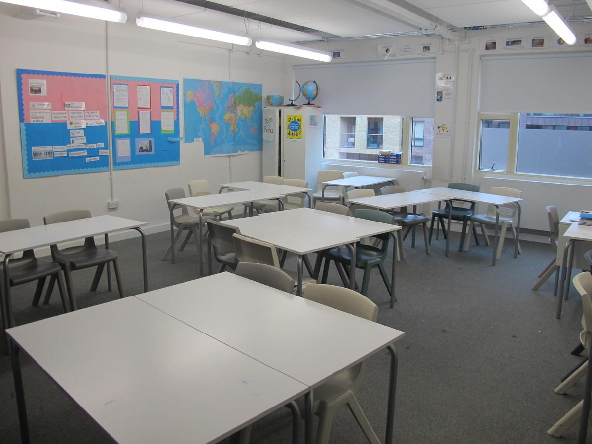 Classroom - Standard - Hackney New School - Hackney - 2 - SchoolHire