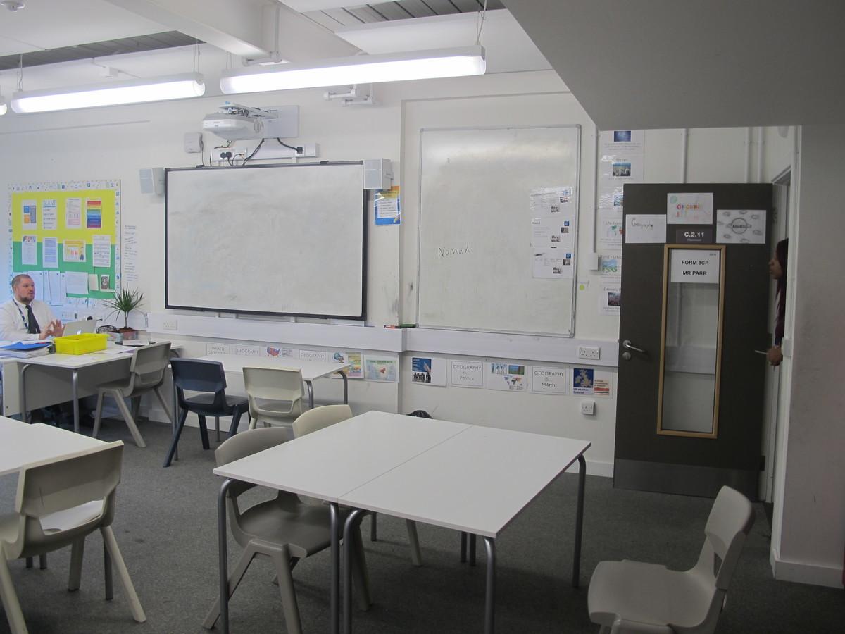 Classroom - Standard - Hackney New School - Hackney - 3 - SchoolHire