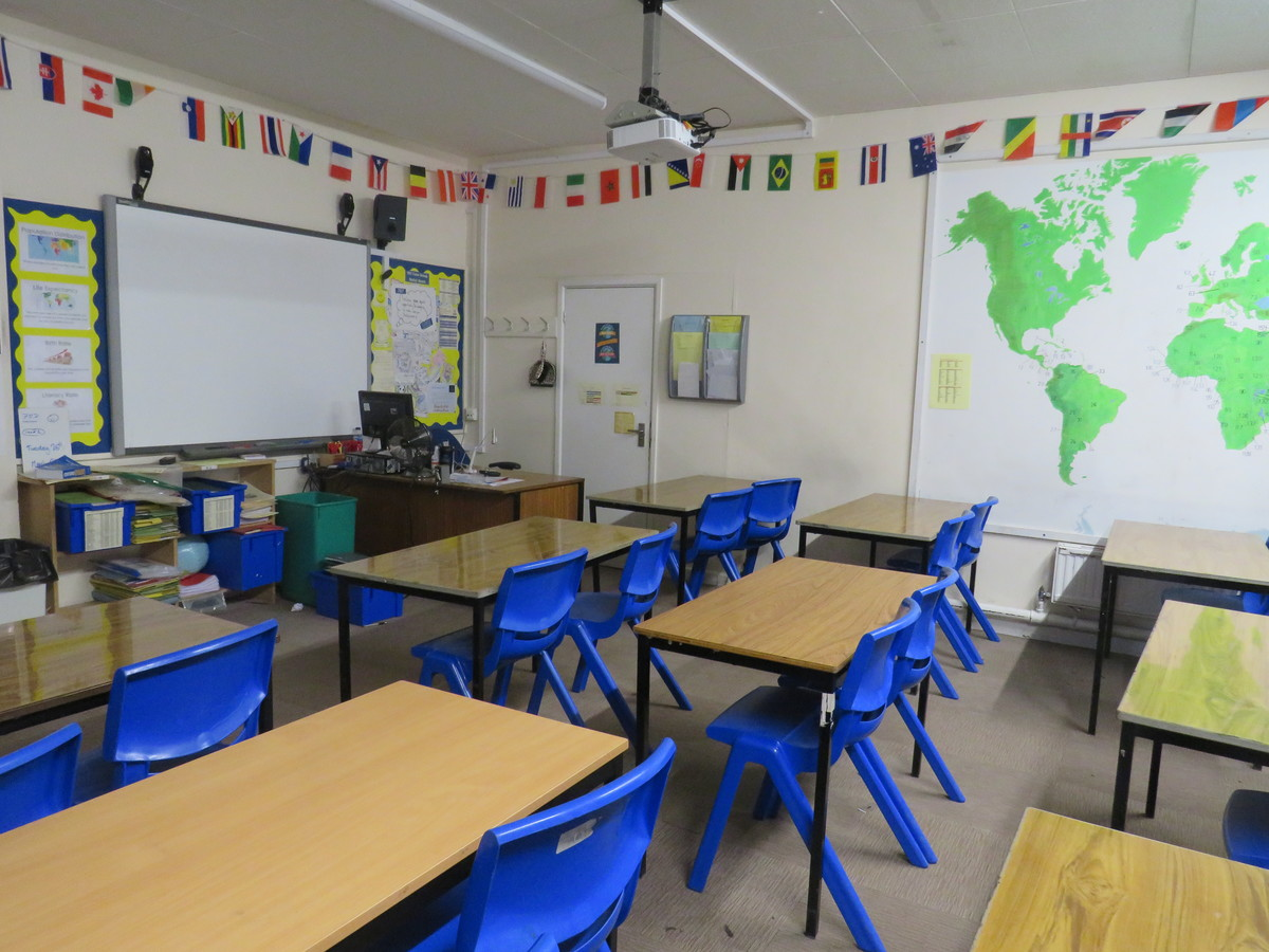 Standard Classrooms - Swanmore Leisure - Hampshire - 4 - SchoolHire