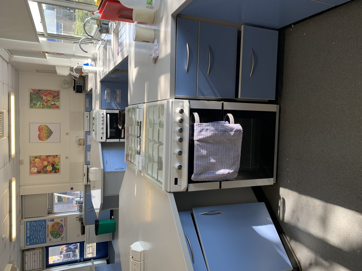 Food Tech Room - Swanmore Leisure - Hampshire - 3 - SchoolHire
