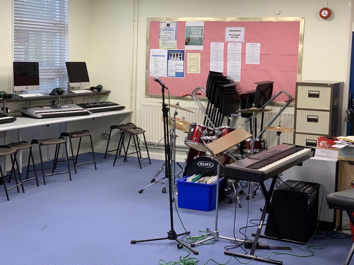 Music Room - Swanmore Leisure - Hampshire - 2 - SchoolHire
