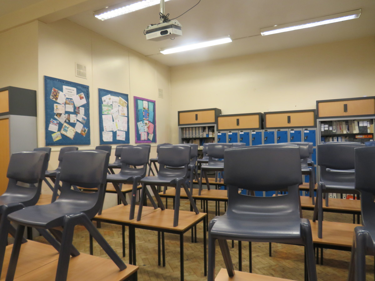 Small Classrooms - St. Michael's Catholic Grammar School - Barnet - 2 - SchoolHire