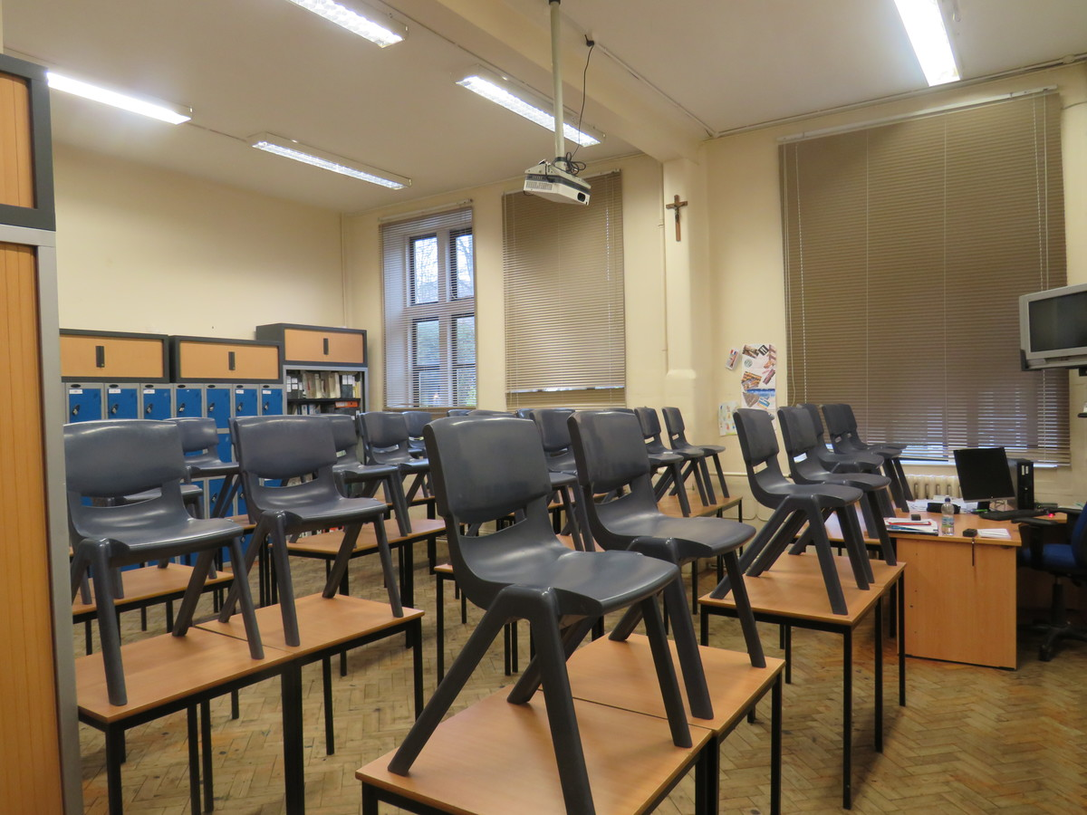 Small Classrooms - St. Michael's Catholic Grammar School - Barnet - 1 - SchoolHire